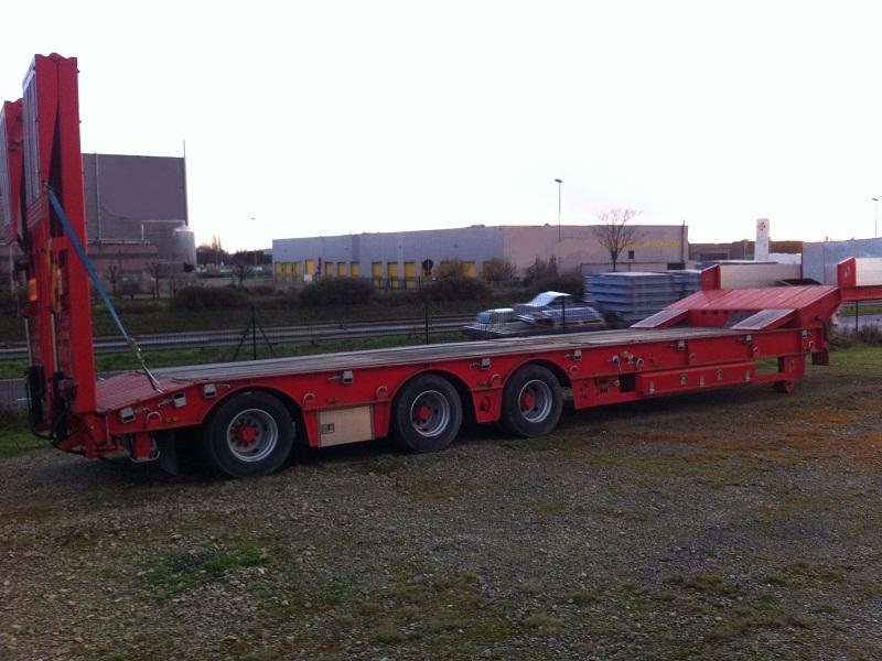 Semi remorque porte engin chieftin 3 essieux cat 1 50 tonnes for Porte engin 60 tonnes