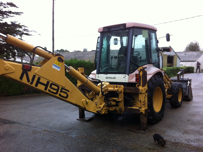 Camion A Vendre >> tracto pelle New Holland occasion NH 95